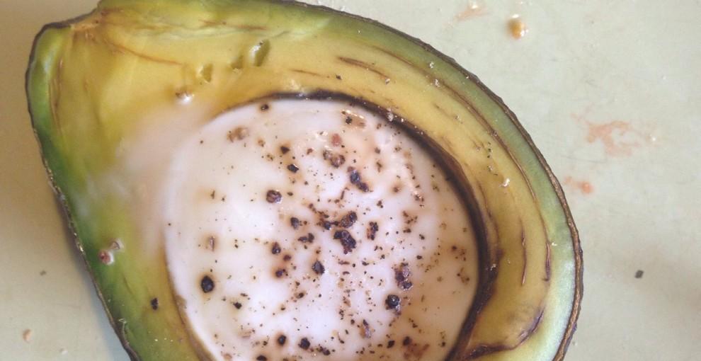 awokado zapiekane z jajkiem