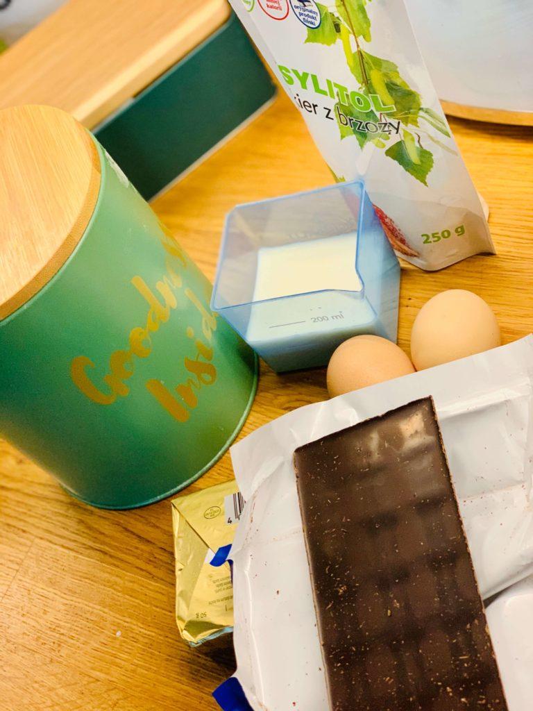 składniki na puszyste brownie bez cukru